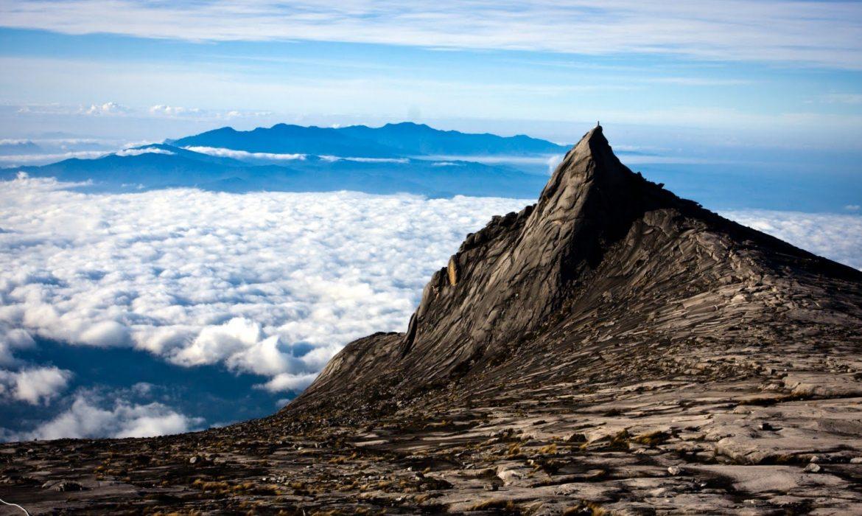 Pesona Gunung Tertinggi di Kalimantan
