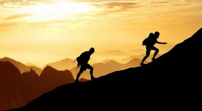 Tips Aman Saat Mendaki Gunung