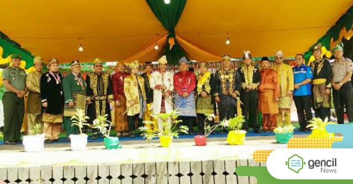 Festival Mandi Bedel Keraja Dan Perang Ketupat, Raja Tayan : Untuk Melindungi Negeri Tayan Dari Musibah