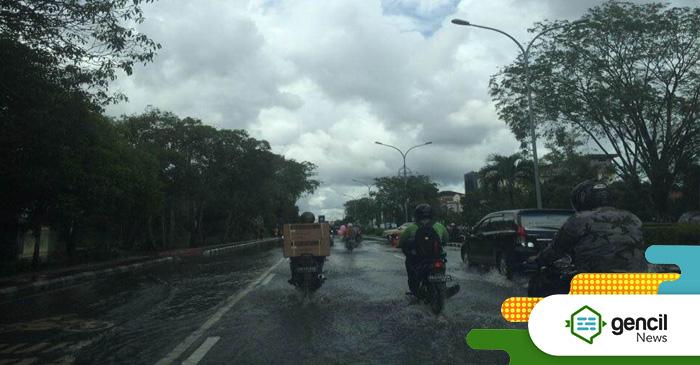 Hujan Empat Hari, Aktifitas Warga Pontianak Terhenti