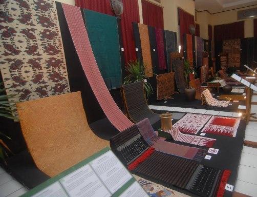 Kain Maduaro Selendang Penutup Kepala Masyarakat Menggala Lampung