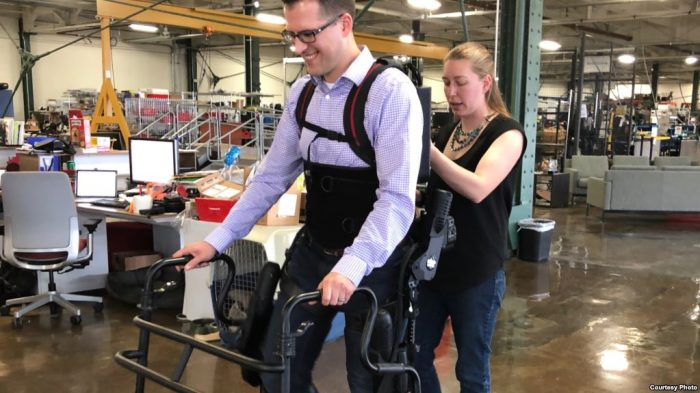 Kerangka Tubuh Robotik Bantu Pasien Lumpuh Kembali Berjalan