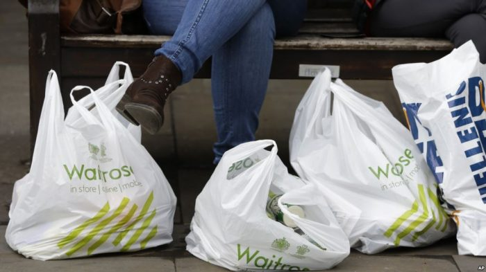 Jaringan Supermarket Australia Batalkan Larangan Kantong Plastik