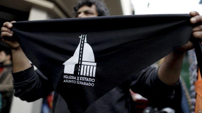 Ratusan Orang Menentang Pengaruh Agama Terhadap Politik di Argentina