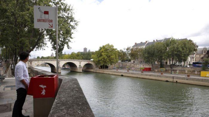 Ide Pemkot Paris Menempatkan Toilet Ramah Lingkungan di Jalan, Ditentang oleh Warga
