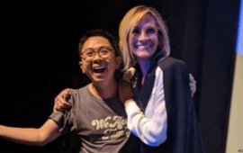 Travel Blogger Indonesia, Kenny Santana, Dipeluk Julia Roberts