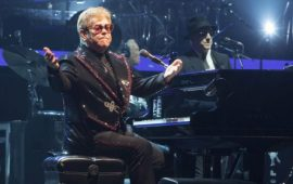 "Elton John Gelar Tur ""Farewell Yellow Brick Road"""