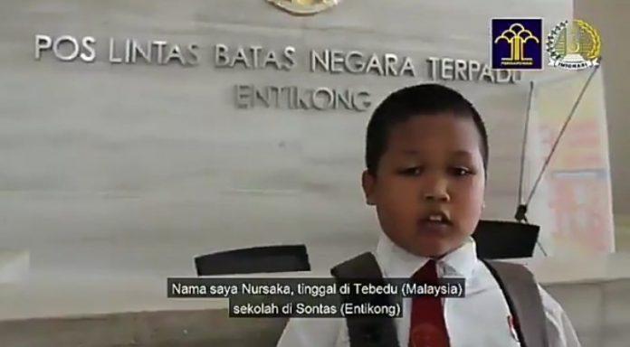 Nursaka, Siswa SD Ini Bolak Balik Batas Negara Hanya Karena Ingin Sekolah di Indonesia