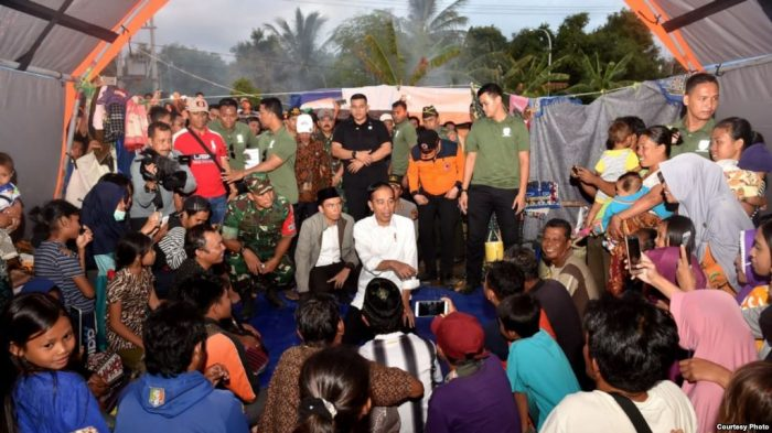 Dari Lombok Jokowi Nonton Bersama Acara Penutupan Asian Games