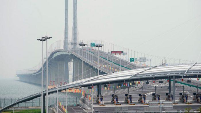 Presiden China Xi Jinping Resmikan Jembatan Terpanjang di Dunia