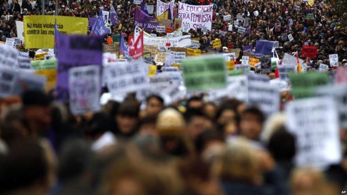 Hari Penghapusan Kekerasan Perempuan, Ribuan Turun ke Jalan