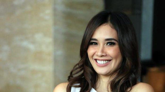 Marsha Timothy Raih Aktris Terbaik di Festival Film Bandung