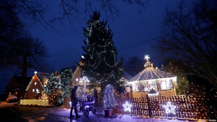 Republik Ceko: Rumah Berhias 50 Ribu Lampu Natal