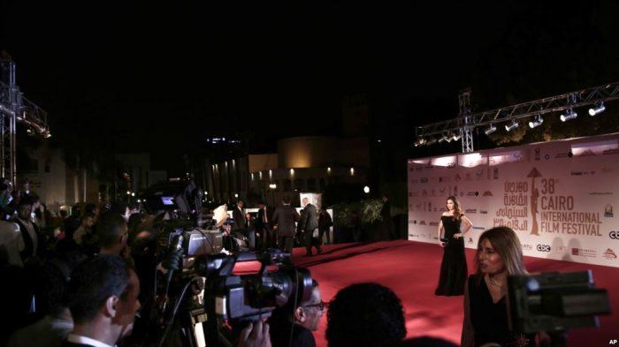 Aktris Mesir Akan Diadili, Gara-gara Pakai Gaun Terbuka
