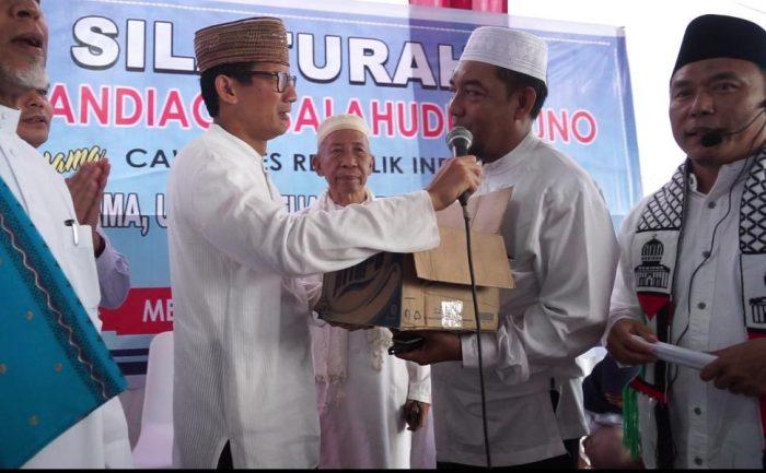 Terharunya Sandiaga Diberikan Sumbangan Dana Kampanye di Medan