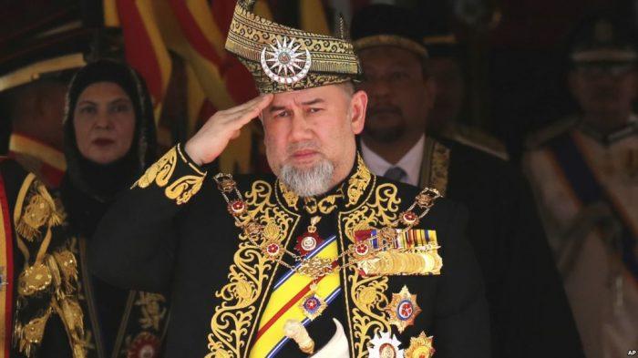 Pertama Dalam Sejarah Malaysia, Raja Lepaskan Tahta
