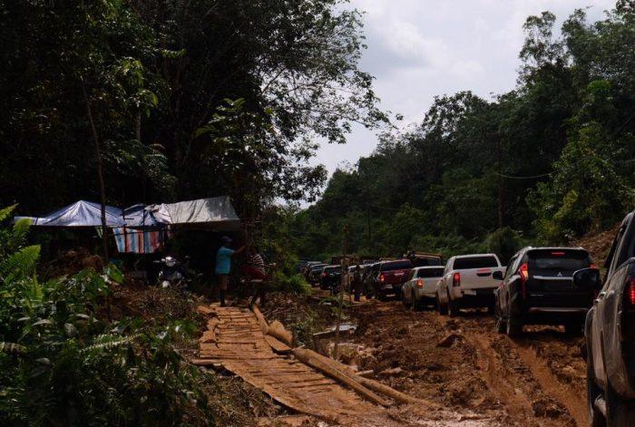 Gubernur Kalbar Tanggapi Aksi Penutupan Jalan Warga Simba Raya