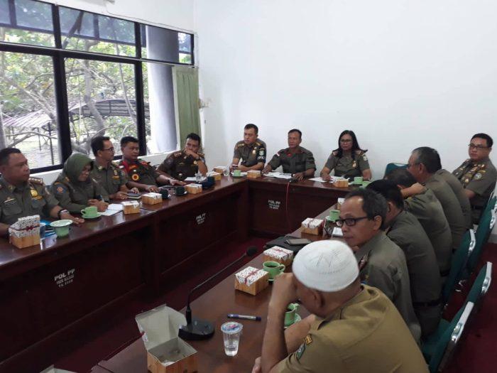 Jelang Pemilu 2019, Satpol PP Siaga - Satuan Polisi Pamong Praja, disingkat Satpol PP adalah perangkat Pemerintah Daerah dalam memelihara ketentraman dan ketertiban umum serta menegakkan Peraturan Daerah.