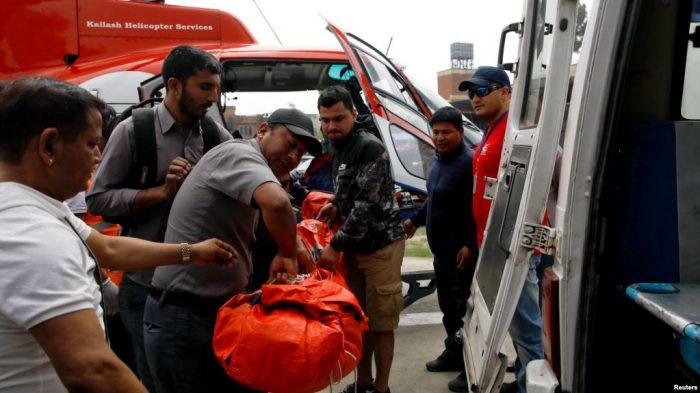 3 Tewas, 4 Luka dalam Kecelakaan Pesawat dekat Gunung Everest