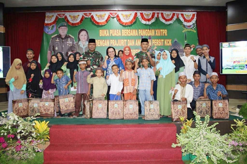 Buka Puasa Bersama Pangdam Tpr di Melawi dan Sintang