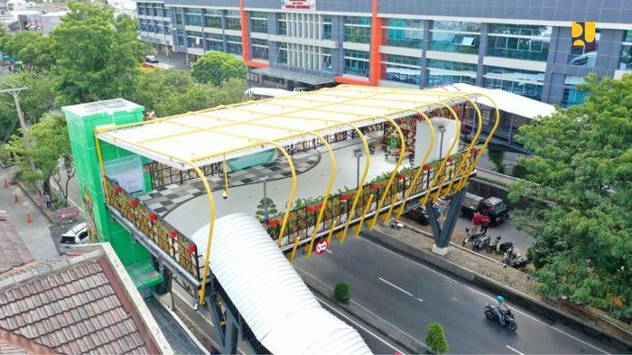 Solo Miliki Jembatan Ramah lingkungan dengan Panel Surya.