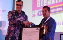 DPMTK-PTSP & RSUD SSMA Raih Public Services of The Year 2019
