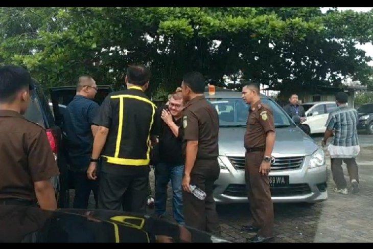 Gusti Hersan Aslirosa Ditangkap Kejari Pontianak di Jakarta