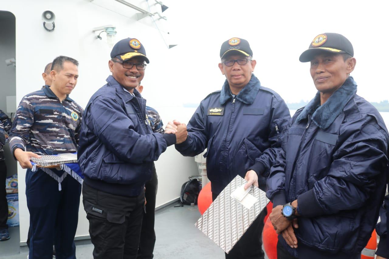Gubernur Kalbar Terima Brevet Kehormatan dari Lantamal XII Pontianak