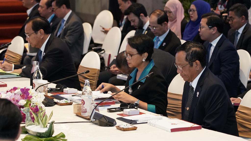Menteri Luar Negeri RI, Retno Marsudi menyerukan partisipasi aktif perempuan sebagai mediator dan negosiator dalam berbagai proses perdamaian.