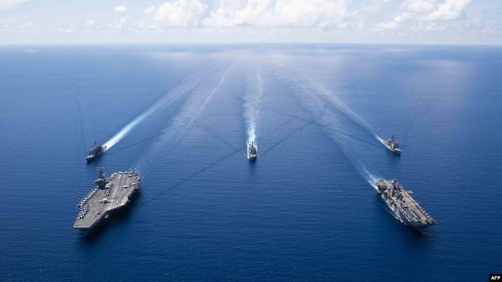 China, Senin (18/11), mendesak militer Amerika agar berhenti unjuk kekuatan di Laut Cina Selatan yang disengketakan. Kawasan itu menjadi sumber perselisihan berkelanjutan dalam hubungan AS-China, yang oleh kedua pihak dikatakan, secara umum membaik.