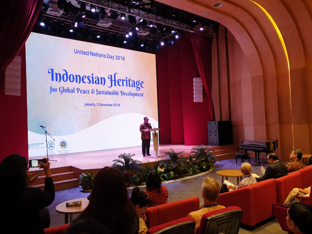 Kementerian Luar Negeri bekerja sama dengan Komisi Nasional Indonesia untuk UNESCO (KNIU), UN Resident Coordinator Office (UNRCO), serta UNESCO Indonesia menyelenggarakan kegiatan UN Day 2019 yang pada 2 Desember 2019 di Perpustakaan Nasional, Jakarta.