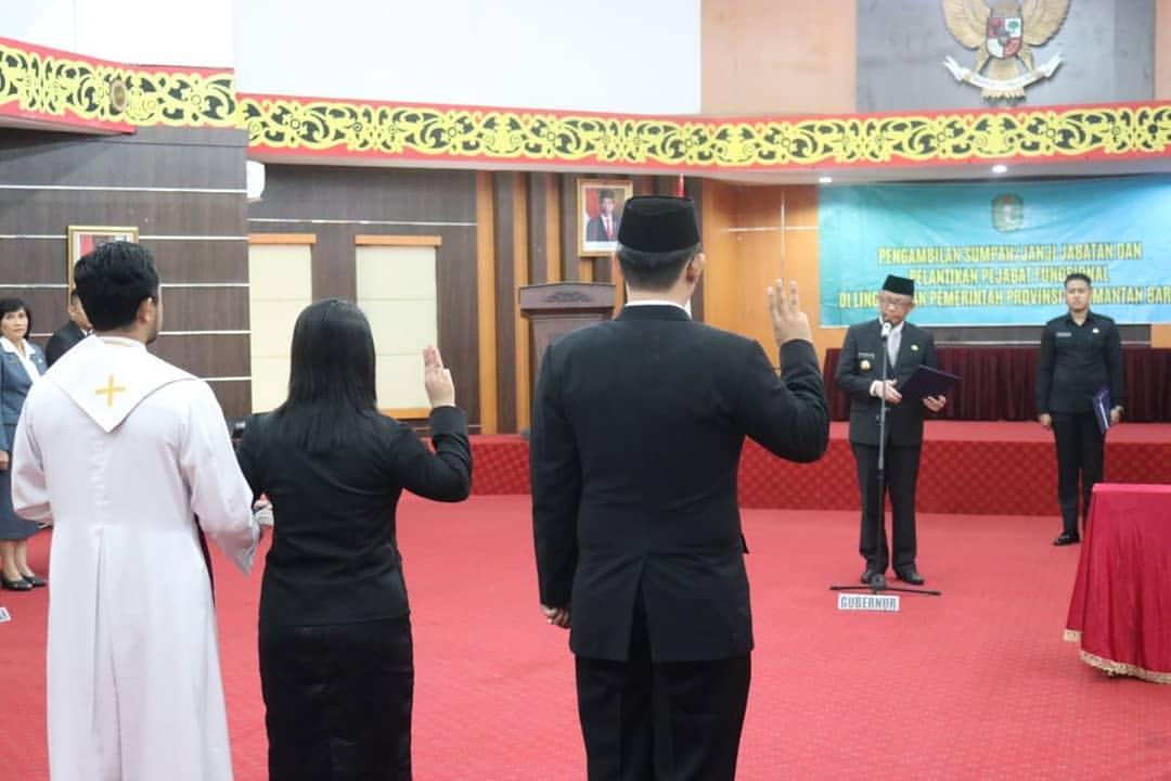 Sebanyak 18 orang dilantik menjadi Pejabat Fungsional di lingkungan Pemerintah Provinsi Kalimantan Barat (Kalbar).