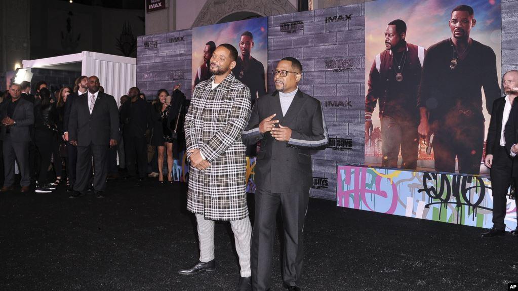 """Will Smith (kiri) dan Martin Lawrence menghadiri pemutaran perdana """"Bad Boys for Life"""" di TCL Chinese Theatre di Los Angeles, 14 Januari 2020. (Foto: AP)"""