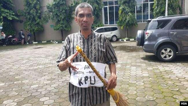 Segepok Uang Mainan disapu, Aktivis Yogya Sindir OTT KPK
