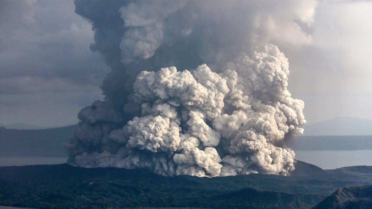 Gunung Taal di Filipina Meletus, Memuntahkan Asap dan Abu ke Langit