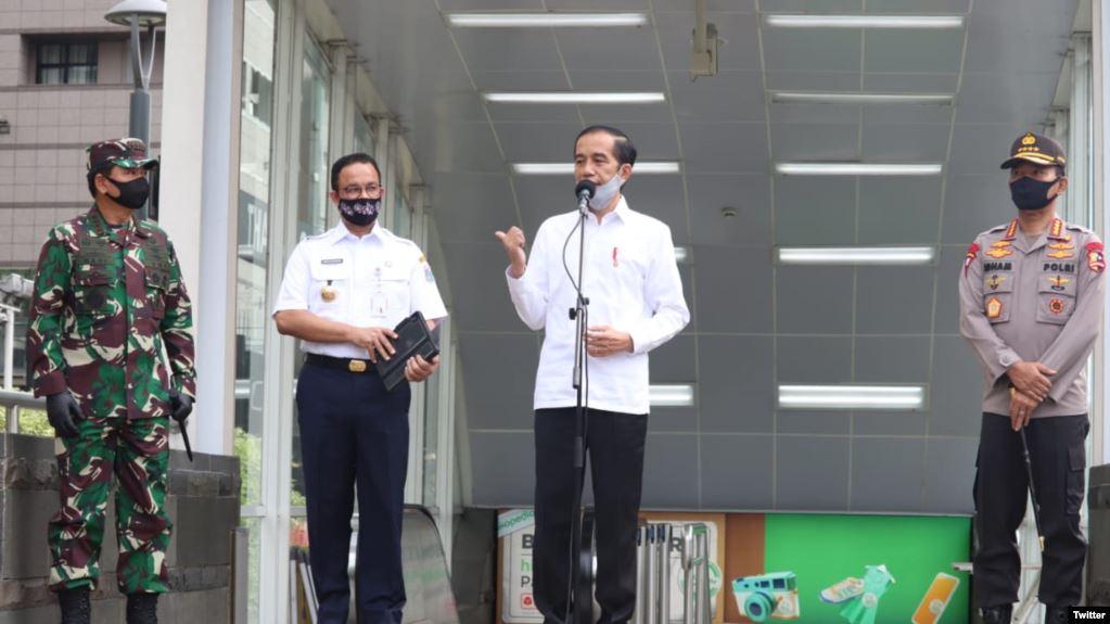 """Presiden Joko Widodo menekankan bahwa dirinya """"ingin TNI/Polri ada di setiap keramaian-keramaian untuk lebih mendisiplinkan masyarakat"""" agar mengikuti protokol kesehatan menuju """"normal yang baru"""""""