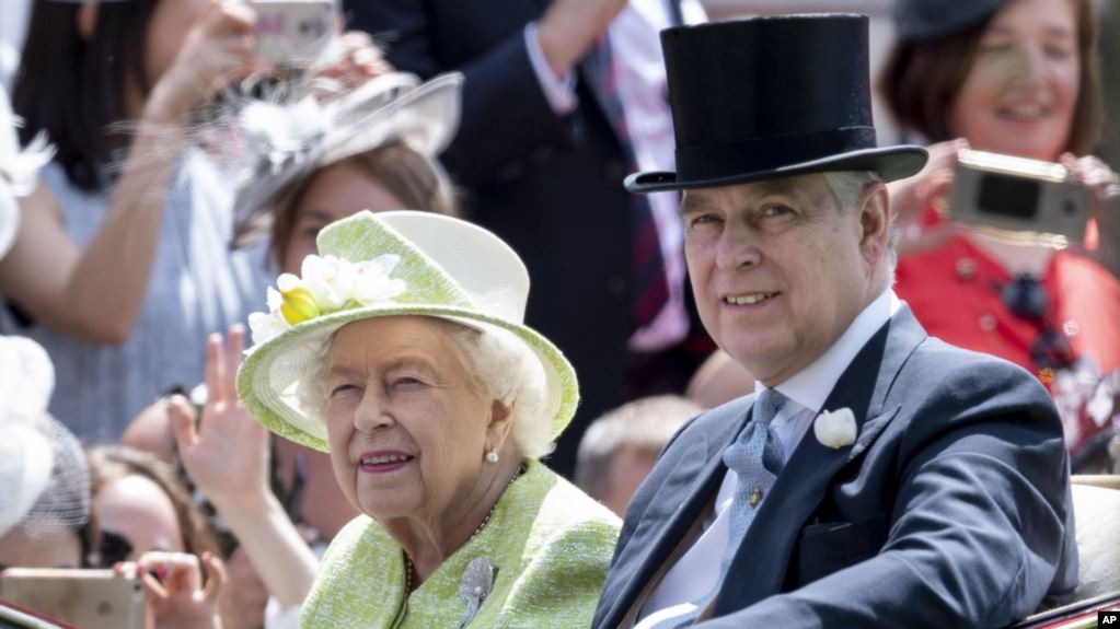 Amerika Serikat (AS) dilaporkan telah meminta Inggris untuk menyerahkan Pangeran Andrew untuk ditanyai seputar napi kejahatan pedofilia, Jeffrey Epstein.