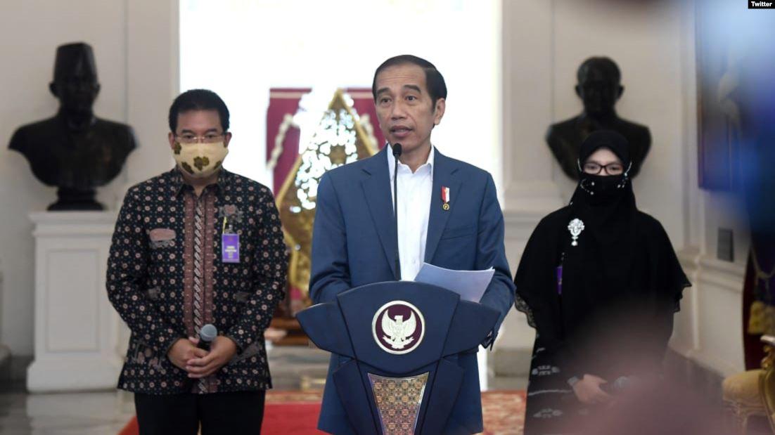 Presiden Jokowi menyampaikan keterangan pers di Istana Merdeka, Rabu, 24 Juni 2020, terkait sistem informasi terintegrasi Bersatu Lawan Covid-19 (BLC) untuk menentukan zonasi tingkat penularan di masa Pandemi sekarang ini. (Photo: BPMI Setpres / Twitter @setkabgoid)