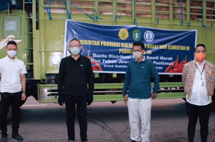 acara penyerahan 12 ton cabai rawit untuk didistribusikan Perusda Aneka Usaha di Halaman Kantor Gubernur Kalbar, Minggu (14/6/2020) - foto : pemkot pontianak