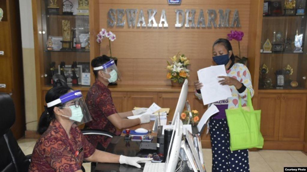 Layanan di Kantor Desa Kesiman Kertalangu, Denpasar tetap berjalan dengan protokol Covid-19. (Foto: Humas Pemkot Denpasar)