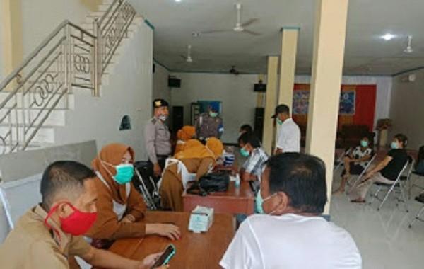 Kegiatan rapid test massal yang diikuti 30 warga Desa Sungai Purun Besar itu dipusatkan di Rumah Toko (Ruko) Citra Mutiara Jalan Kebun Jeruk.