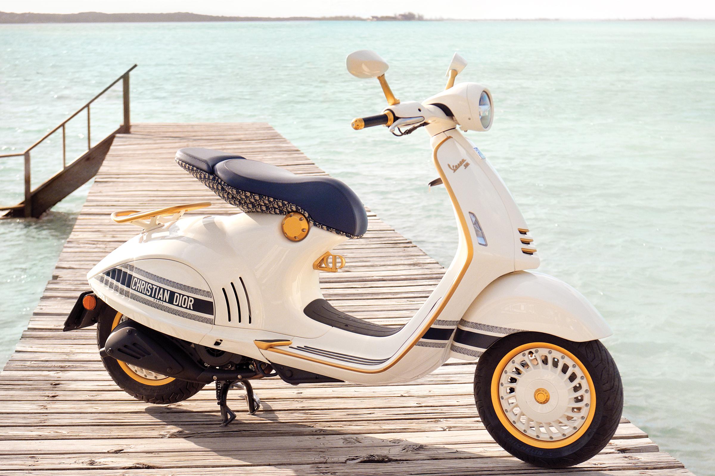 Motor ini biasanya dihadirkan dalam edisi spesial dengan jumlah terbatas. Kini, Piaggio kembali merilis Vespa 946 Christian Dior.
