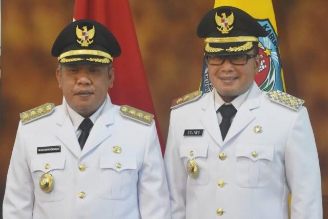 Sujiwo mengundurkan diri dari jabatan wakil bupati kabupaten kubu raya.