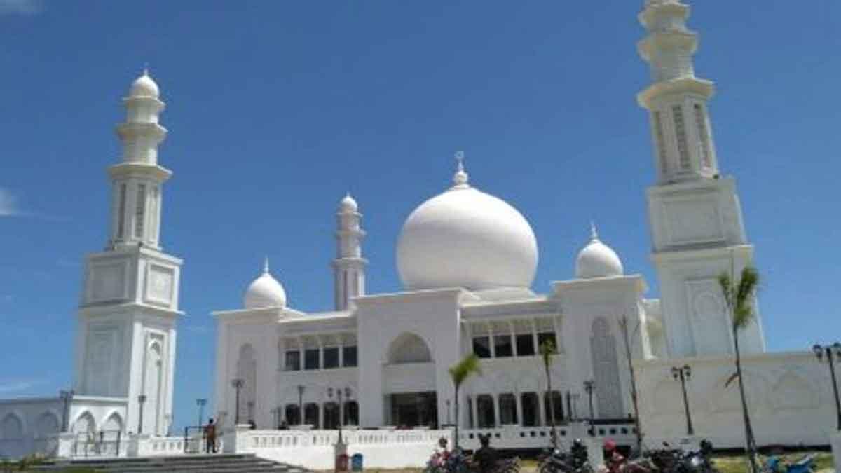 Foto-foto Indahnya Masjid Terapung di Kabupaten Kayong Utara