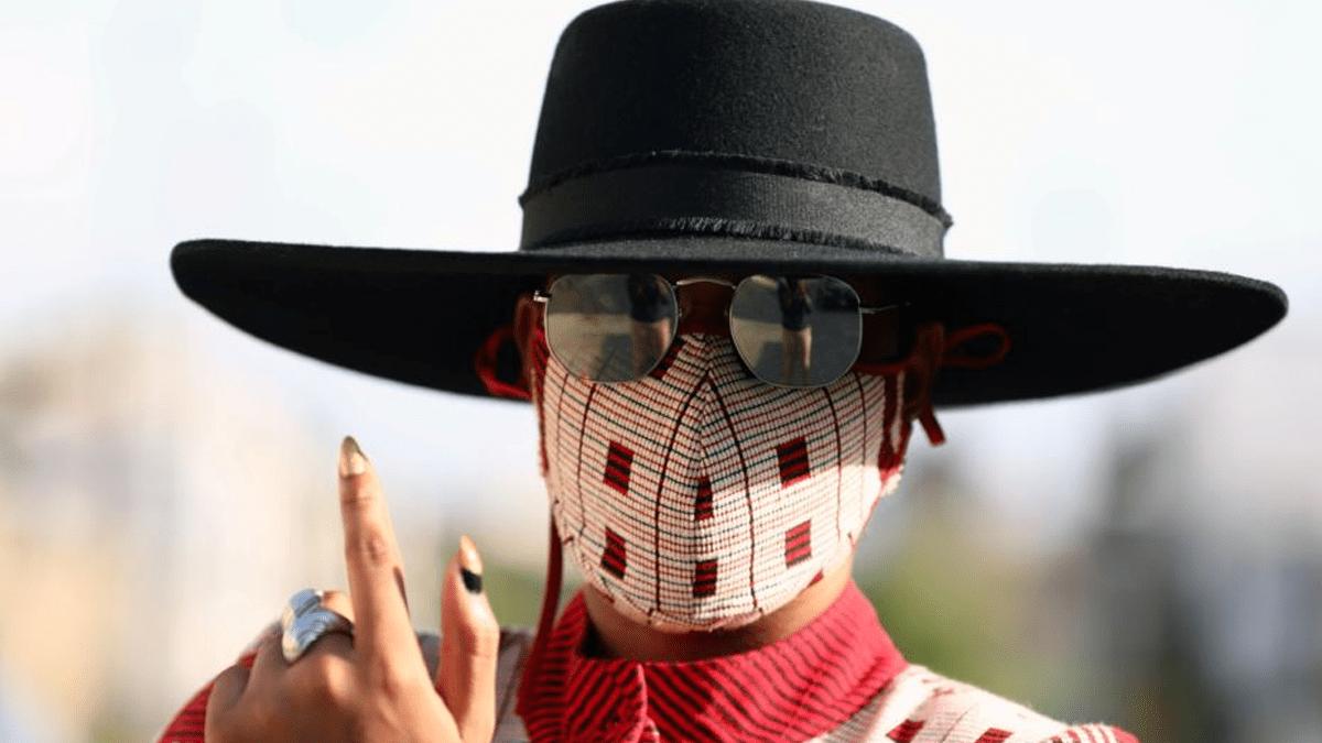 Penjahit dan Perancang Mode Nigeria Pamerkan Masker yang Modis