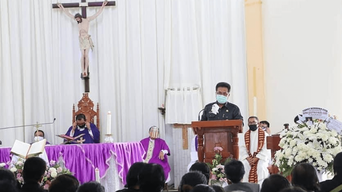 Sekda Kalbar Ikuti Misa Requiem Agustinus Naon
