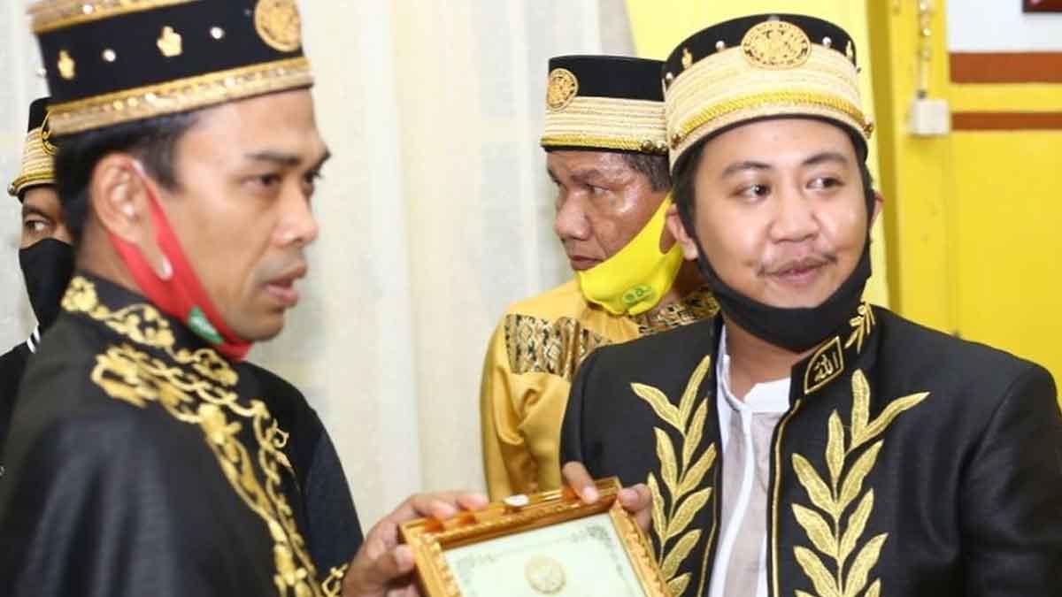 Keraton Sambas Beri Gelar IMAM kepada Ustaz Abdul Somad