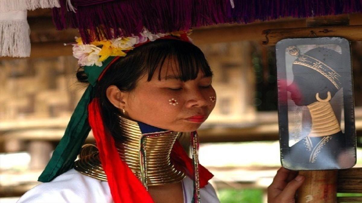 Mengenal Suku Karenni yang memiliki Leher Jenjang