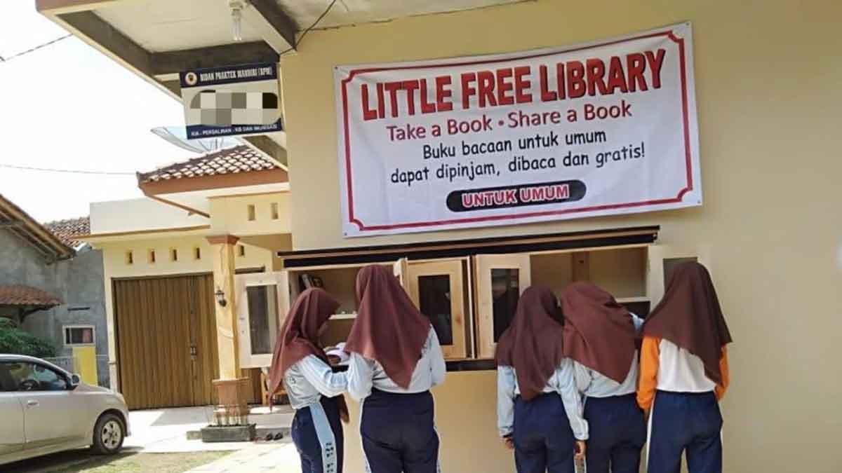 Dua Desa Indonesia Bangun Perpustakaan Mini Gratis