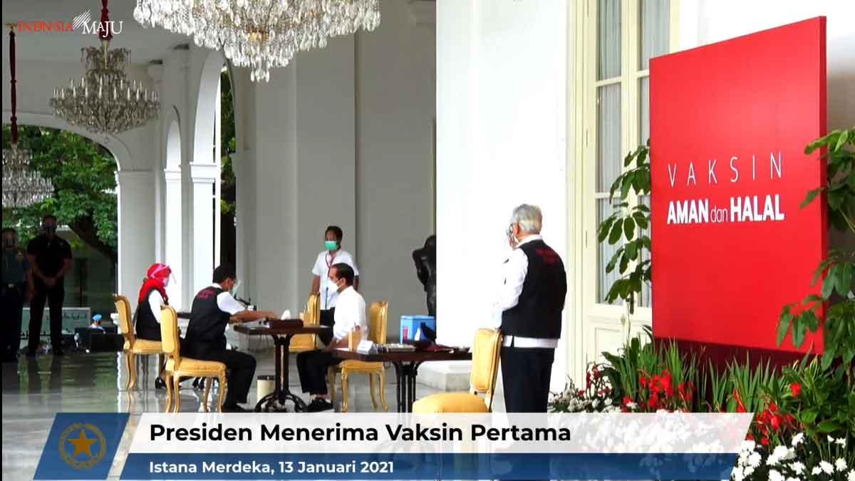 FOTO-PRESIDEN-MENERIMA-VAKSIN-PERTAMA